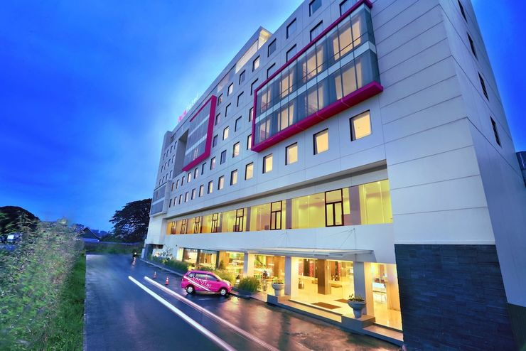 Favehotel Hyper Square Bandung - Hotel Front
