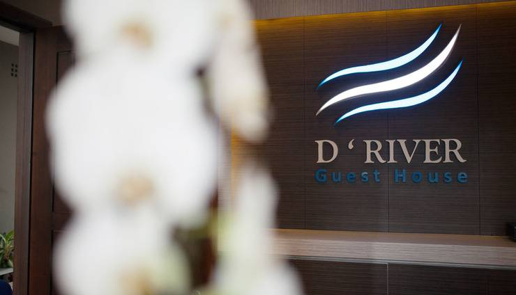 D River Guest House Bandung - Receptionist