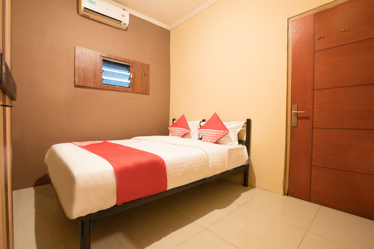 OYO 298 Gemilang Guesthouse Near Siloam Hospitals Kelapa Dua Tangerang - Standard Double