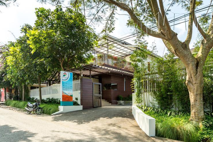 Jayagiri Guesthouse Bandung - jayagari dilihat dari sisi jalan raya