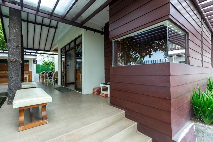 Jayagiri Guesthouse Bandung - Jalan Masuk ke lobby dan resepsionis