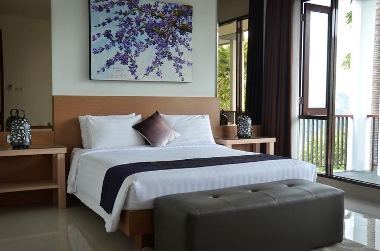3 BR Villa Dago Mountain View Bandung - Font