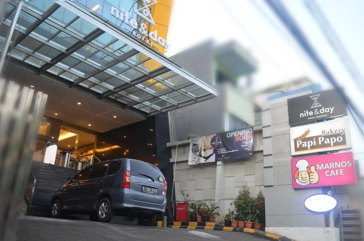 Nite & Day Jakarta Bandengan - Depan Gedung