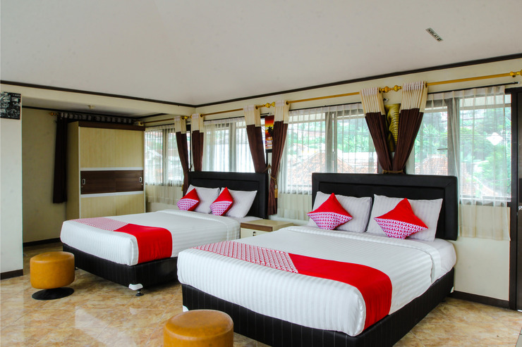 OYO 677 Rianes Family Guest House Bandung - suite family bedroom