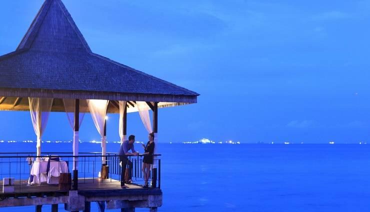 Turi Beach Resort Batam - Jetty dining