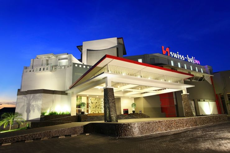Swiss Belinn Makassar - Front of Property - Evening/Night