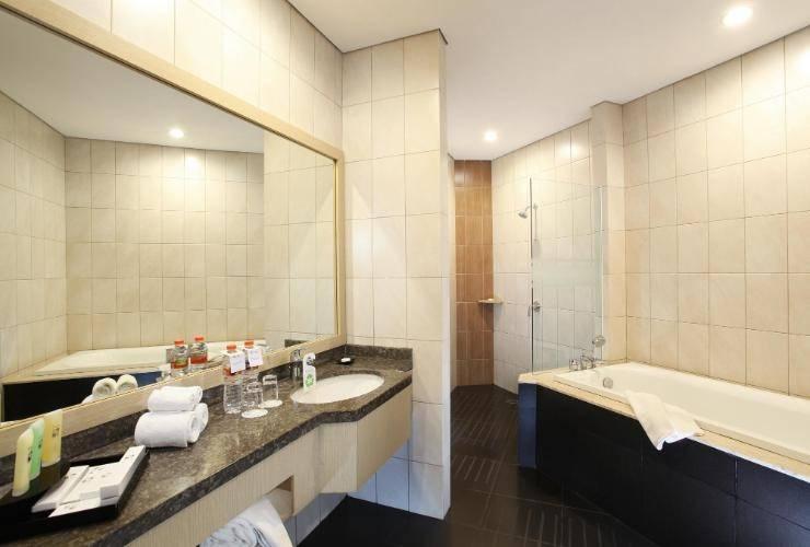 Swiss Belinn Makassar - Bathroom