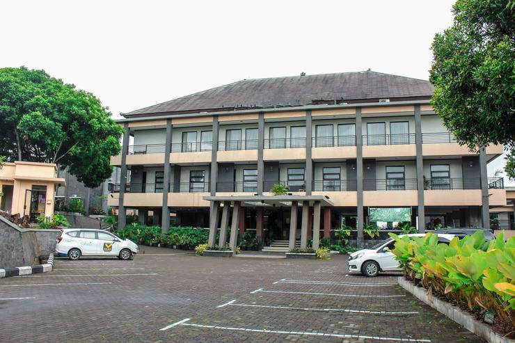 Airy Gudangkahuripan Raya Lembang 15 Bandung - Hotel Front