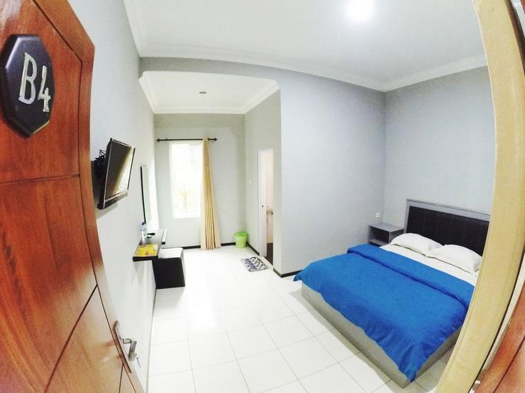 Gress Villa Malang - room