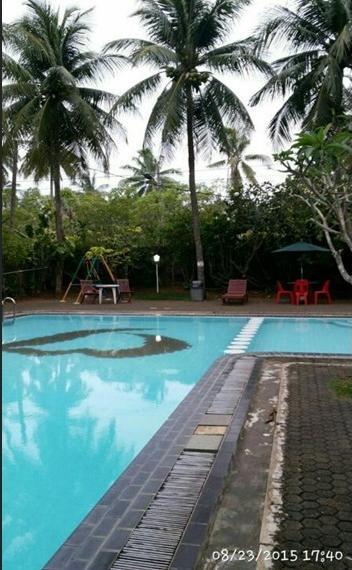 Villa Karang Sono Serang - Pool