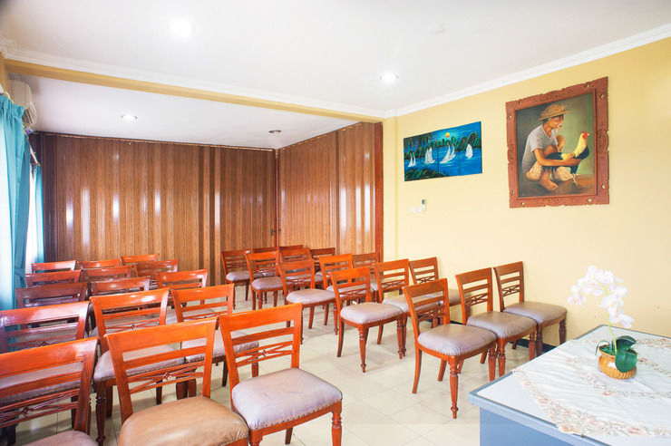 Airy Gubeng Kalibokor Surabaya - Meeting Room