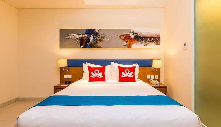 ZenRooms Holiday Inn Kuta Square - Tampak tempat tidur double