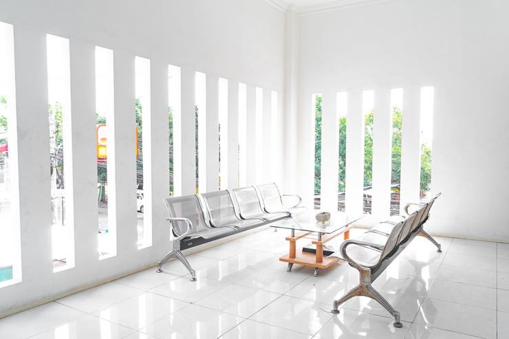 RedDoorz Syariah near Jatisampurna Hospital Bekasi - Photo