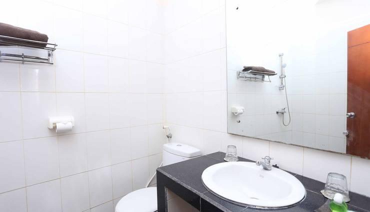 RedDoorz @ Raya Kuta - Kamar mandi
