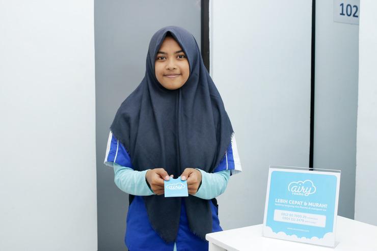 Airy Eco Syariah Bandara Soetta Taman Mahkota Dua Tangerang - Receptionist