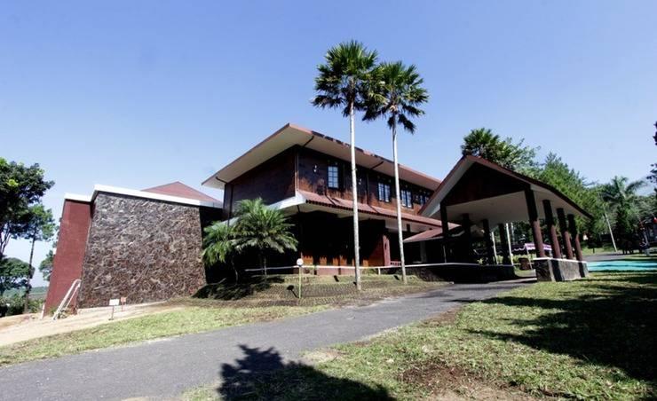 Rollaas Hotel and Resort Malang - Tampilan Luar Hotel