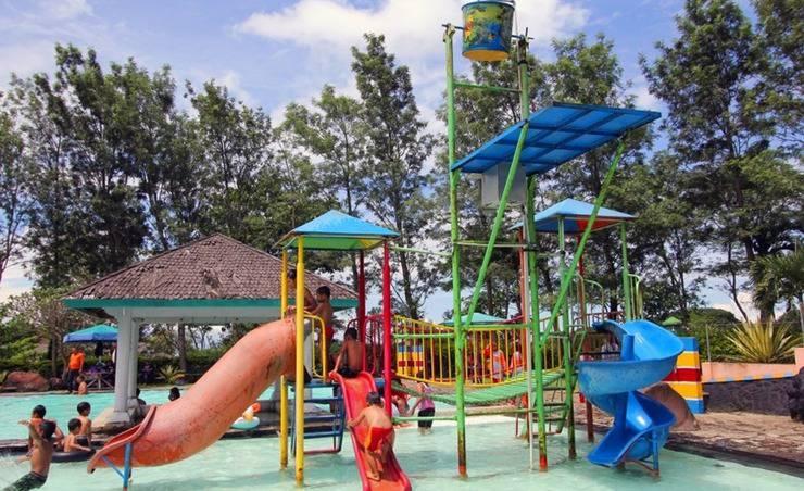 Rollaas Hotel and Resort Malang - Kolam Renang