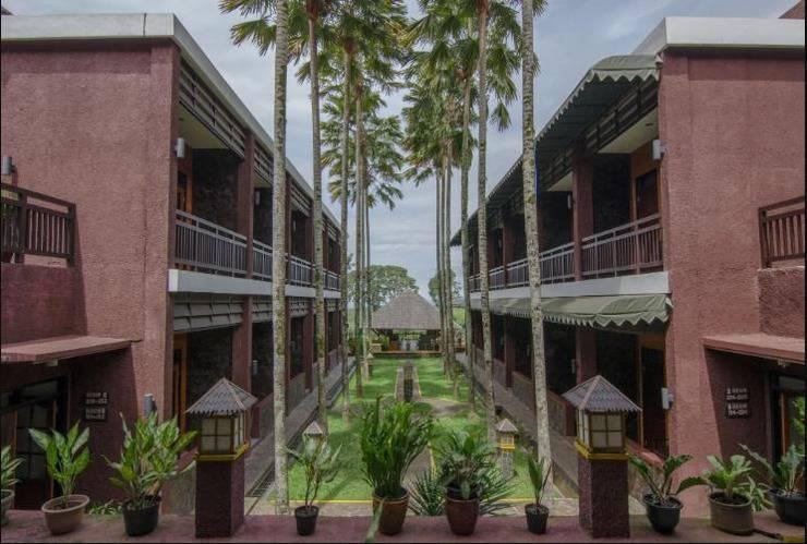 Rollaas Hotel and Resort Malang - Garden