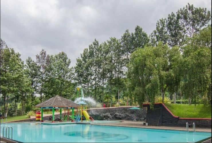 Rollaas Hotel and Resort Malang - Swimming Pool