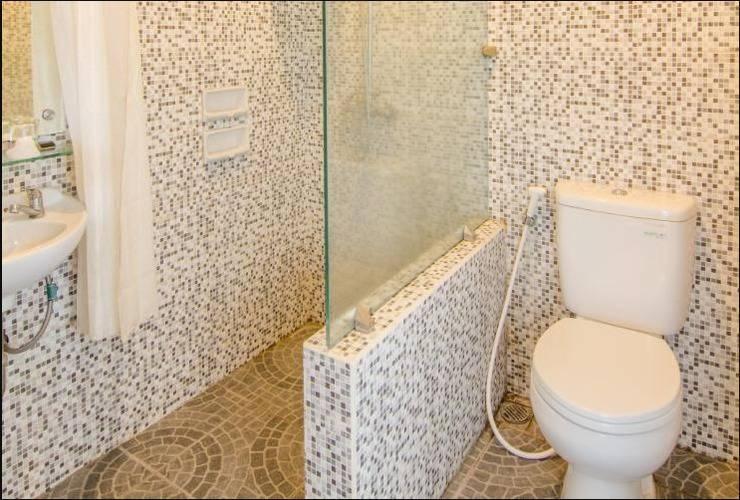 Rollaas Hotel and Resort Malang - Bathroom