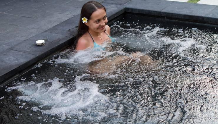 Bali Baliku Private Pool Villas Jimbaran - Plunge pool with Jacuzzi