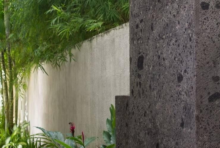 Bali Baliku Private Pool Villas Jimbaran - Outside shower in each villas
