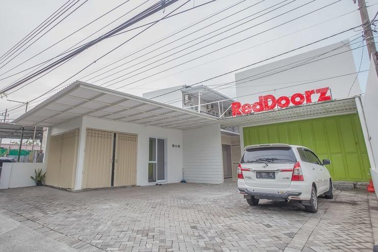 RedDoorz near Ciputra Golf Surabaya Surabaya - Eksterior