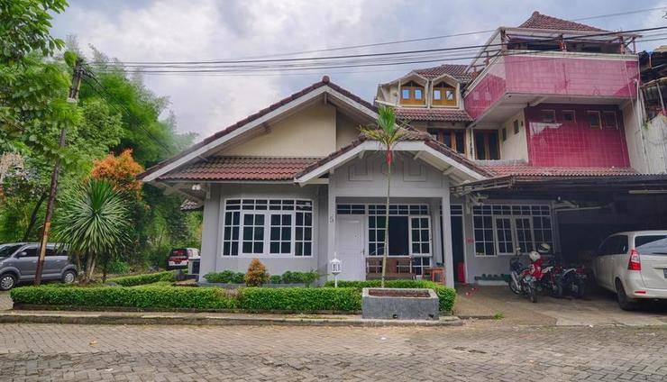 PELE Backpacker Guesthouse Bandung - ExteriorExterior