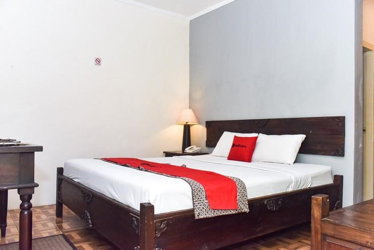 RedDoorz Plus Syariah @ Monginsidi Guest House Yogyakarta - Kamar Tamu