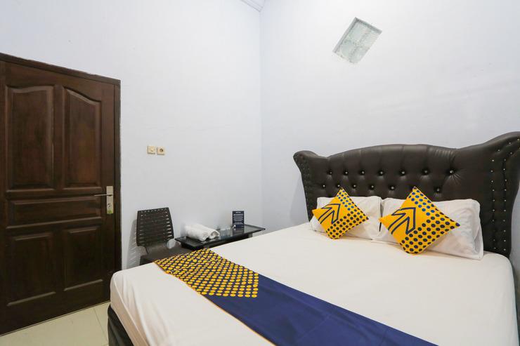 OYO 1797 Narita Family Residence Syariah Jember - Spot On Double Bedroom