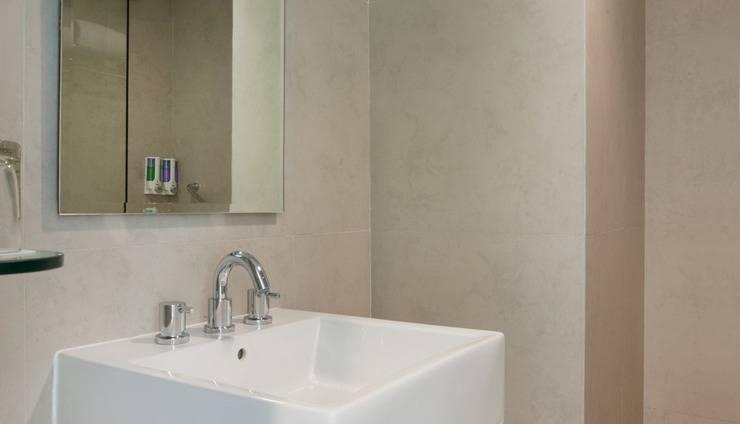 Amaris Hotel Bintoro Surabaya - Bathroom