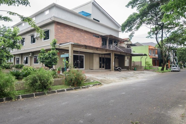 RedDoorz Plus near Lippo Cikarang Mall 2 Bekasi - Eksterior