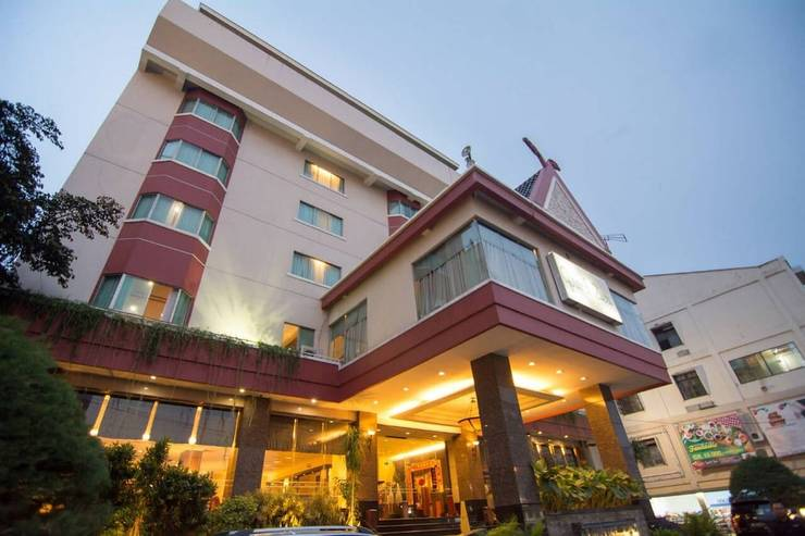 Hotel Grand Zuri Pekanbaru - Featured Image