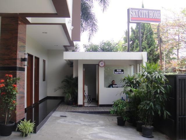 Sky City Home Guest House Bandung - Pos keamanan