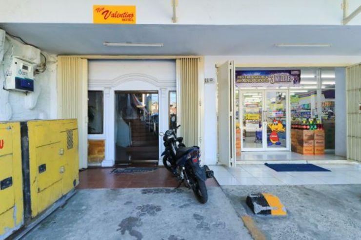New Valentino Hotel Makassar - Exterior