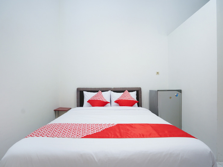 OYO 1624 Panjang Jiwo Residence Surabaya - Bedroom DL D