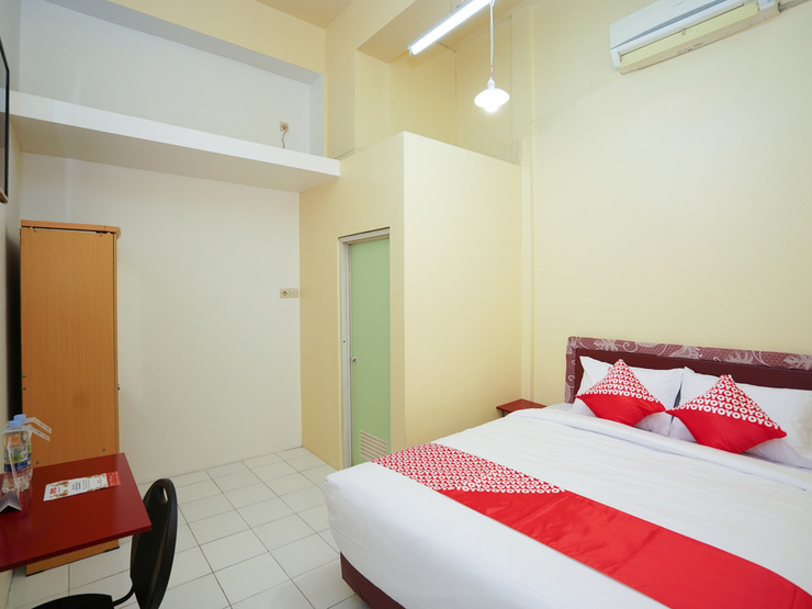 OYO 1624 Panjang Jiwo Residence Surabaya - Bedroom ST D