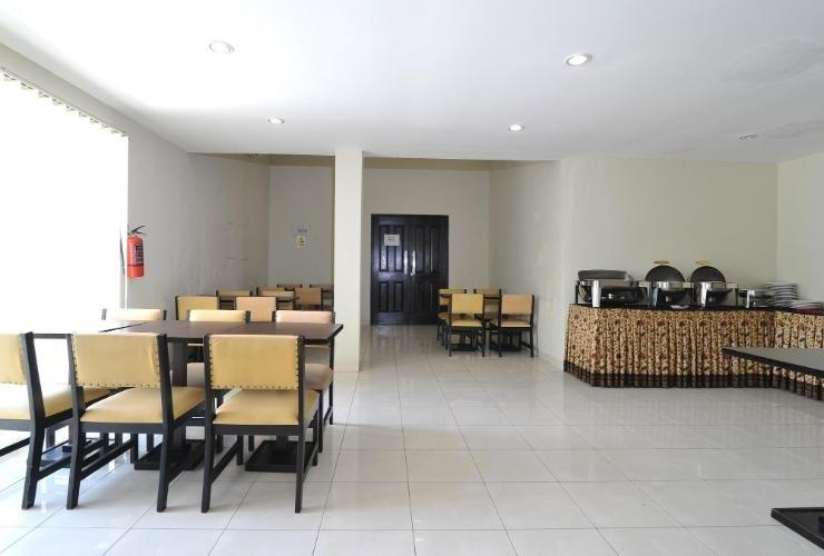 Hotel Royal Phoenix Semarang - restaurant
