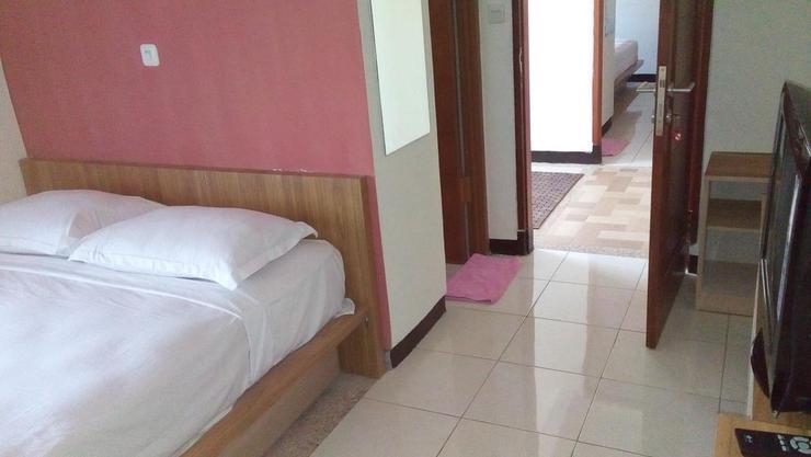 Rumah Tawa Guesthouse - 2 Bandung - Guest room