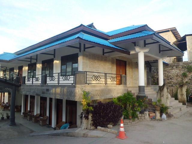 Hotel Sinar  Tambolaka - Hotel Building