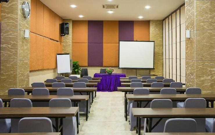 Hotel Raising Makassar Makassar - Meeting Room