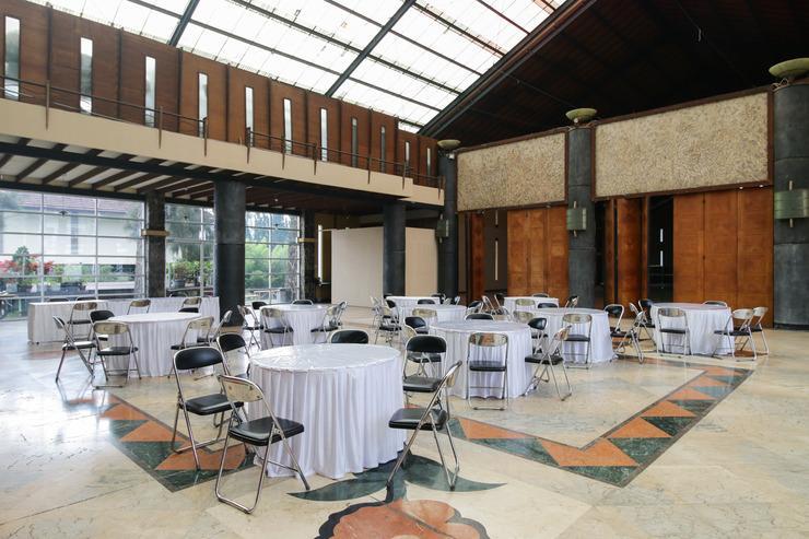 Airy Lembang Villa Istana Bunga Tulip Bandung - Restaurant
