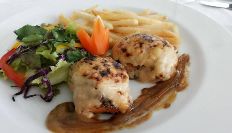 Hotel Menara Peninsula Jakarta - food