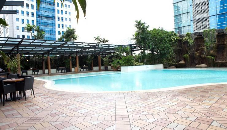 Hotel Menara Peninsula Jakarta - POOL