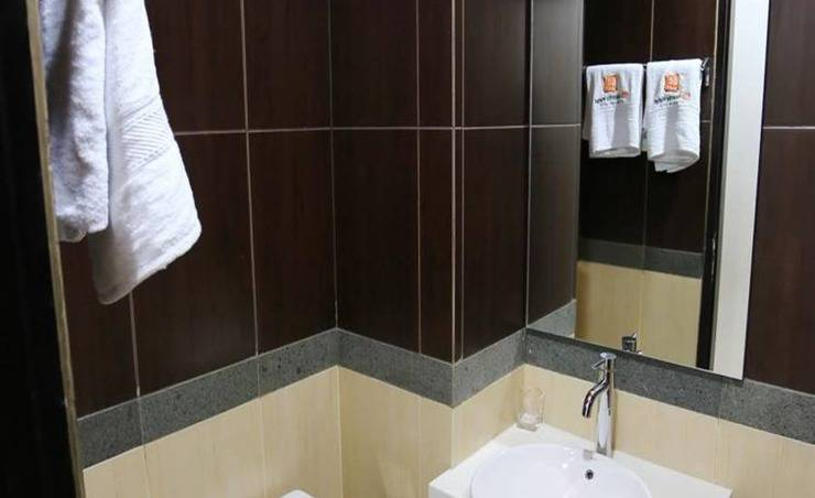 De' Nearby Hotel Manado - Kamar mandi