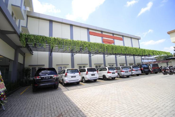 Puri Indah Hotel Subak Lombok - Facade