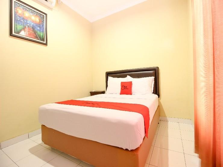 RedDoorz near Desa Wisata Kasongan Yogyakarta - Guestroom