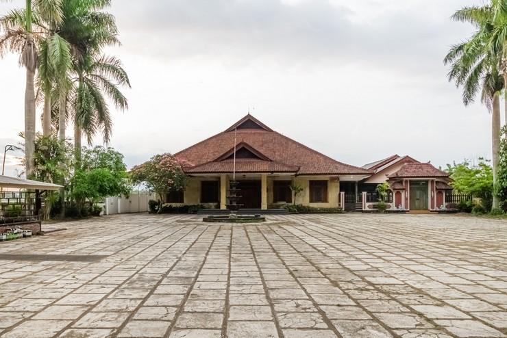 RedDoorz Syariah near Gor Ken Arok Malang - Photo