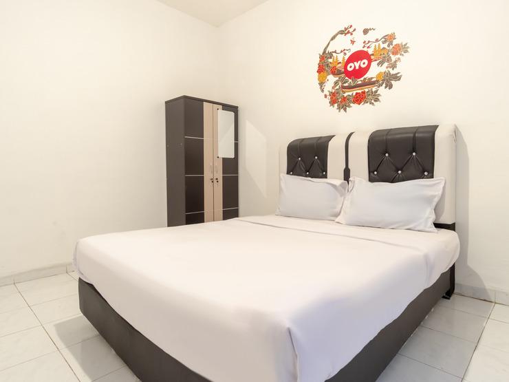 OYO Life 2843 Raz House Syariah Medan - Guestroom D/D