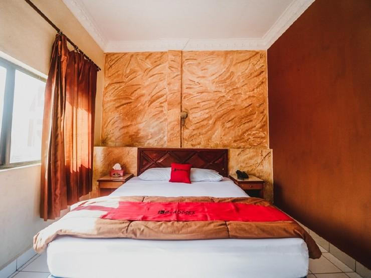 RedDoorz Plus near Jambi Prima Mall Jambi - Guestroom